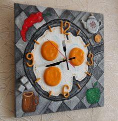 Diy Resin Crafts, Diy Craft Projects, Diy And Crafts, Unusual Clocks, Cool Clocks, Wooden Gear Clock, Unicorn Cupcakes Toppers, Clock Craft, Handmade Clocks