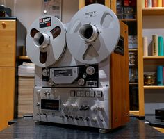 SONY TC-880-2  -  Reel to Reel Tape Recorder with rich, warm, transparent sound