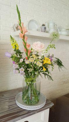 Fresh Flower Bouquets - Home Decor Designs Beautiful Flower Arrangements, Floral Arrangements, Beautiful Flowers, Cut Flowers, Fresh Flowers, Flower Power, Interior Design Principles, Bouquet Home Decor, Flower Vases