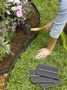 Front Yard Landscaping Discover Pound-In Plastic Landscape Edging - Lawn Edging Plastic Lawn Edging, Plastic Landscape Edging, Flower Bed Edging, Borders For Flower Beds, Garden Borders, Front Yard Landscaping, Landscaping Design, Landscaping Borders, Landscaping Software