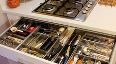 Takto uložené nože, příbory a další drobné pomocníky vždy bezpečně najdete. Foto: