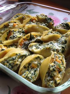 Butternut squash and spinach stuffed shells paparoca еда, на I Love Food, Good Food, Yummy Food, Delicious Meals, Healthy Meals, Healthy Food, Healthy Recipes, Veggie Recipes, Vegetarian Recipes