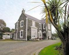 "<img src='http://t-ec.vcomstatic.com/images/hotel/max300/294/29490920.jpg'  width=""300"" height=""225"" /><br /><strong>Seven-Bedroom Holiday Home</strong>"