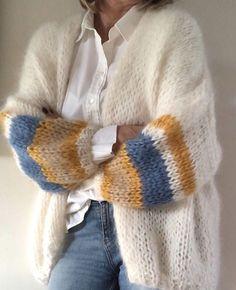 Fashion Tips Hijab Unique handmade cardigan! - crochet&knit inspo Tips Hijab Unique handmade cardigan! Mode Outfits, Casual Outfits, Fashion Outfits, Fashion Tips, Classy Fashion, Grunge Fashion, 80s Fashion, Fashion Details, Raglan Pullover