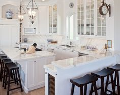 Traditional Kitchen Kitchen Peninsula Design, Pictures, Remodel, Decor and Ideas - page 10