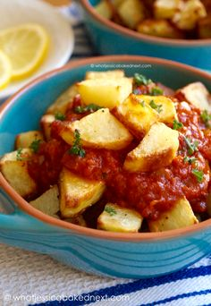 Patatas Bravas – this traditional Spanish tapa would make a delicious party food for NYE! Patatas Bravas – this traditional Spanish tapa would make a delicious party food for NYE! Tapas Dinner, Tapas Menu, Tapas Party, Tapas Food, Tapas Recipes, My Recipes, Cooking Recipes, Tapas Ideas, Party Recipes