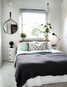 80 Cozy Small Bedroom Interior Design Ideas www. - New Bedroom Cozy Small Bedrooms, Small Master Bedroom, Small Bedroom Designs, Cozy Bedroom, Trendy Bedroom, Modern Bedroom, Bedroom Decor, Design Bedroom, White Bedroom