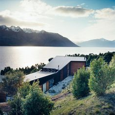The home is made up of two parts: a rear wing containing the studio and a guest room, and the north-facing living quarters (which, in the southern hemisphere, attract the most sun) overlooking the lake.  Photo by: Stephen Oxenbury