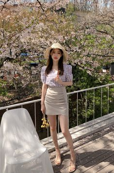 Shop feminine, adorable & ladylike Korean clothing at CHLO. Find out items ranging from dresses, tops to bottoms that will let out an instant charm. Cute Asian Fashion, Korean Street Fashion, Korea Fashion, Cute Japanese Girl, Cute Korean Girl, Ulzzang Fashion, Fashion Beauty, Womens Fashion, Korean Outfits