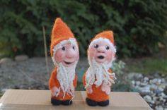 Kleine orange Wichtel von wichtela auf DaWanda.com
