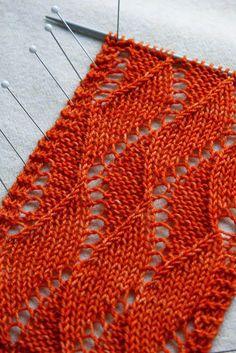 AnniKainen puikoissa: Aaltokuviosten pitsineuleiden kaaviota Lace Knitting, Knit Crochet, Lace Patterns, Yarn Projects, Knitted Shawls, Neck Warmer, Handicraft, Ravelry, Cowl