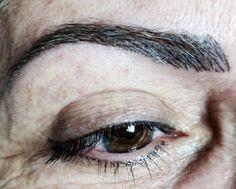 Sobrancelhas e delineador de olhos. By Luzanny Vieira-Brasil