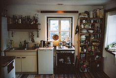 Makes me think of a cabin or lake house. Small kitchen but has everything in it~ Decor, Home, Home Kitchens, Apartment, House Inspiration, Sweet Home, Kitchen Inspirations, Kitchen Dining, House Interior