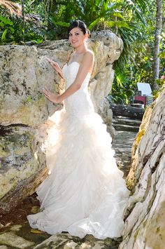 La bella novia posando