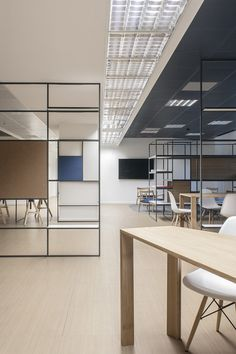 Image 4 of 13 from gallery of Digital Entity Workspace / deamicisarchitetti. Photograph by Gabriele Leo Modern Office Design, Office Furniture Design, Office Interior Design, Interior Exterior, Office Interiors, Design Interiors, Bureau Design, Workspace Design, Office Workspace