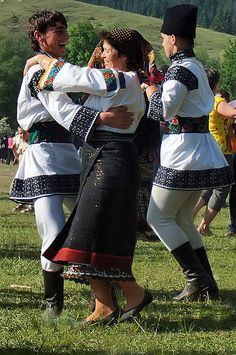 Traditional Romanian folk costumes are worn for holidays, special events, and folk dances. Each area has its own style of dress. Romanian Men, Romanian People, Bulgaria, Ukraine, All About Dance, Folk Dance, Ballet Beautiful, Folk Costume, Traditional Outfits