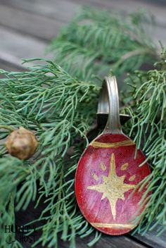 Silver Spoon Santa: Mismatched flatware gets a makeover. This step by step paint tutorial shows you how to make ornament spoons, plus a few other holiday ideas. Great for Ornaments, gifts and Christmas décor! www.huntandhost.net
