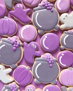 Halloween Desserts, Postres Halloween, Halloween Cookie Recipes, Halloween Cookies Decorated, Halloween Sugar Cookies, Iced Sugar Cookies, Sugar Cookie Frosting, Royal Icing Cookies, Easy Halloween