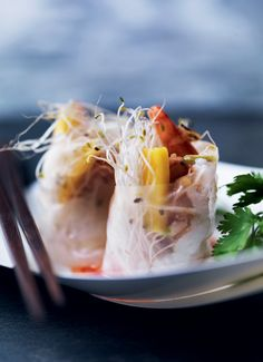 Freshrolls with shrimp and mango