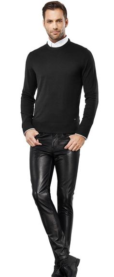 Leather pants are not on the list of business casual options. Tight Leather Pants, Leather Trousers, Denim Fashion, Leather Fashion, Mens Leather Coats, Men's Leather, Mode Man, Estilo Denim, Leder Outfits