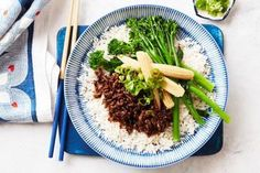 Beef Soboro - Tangy, sweet and delicious served over rice, soboro is a favourite in Japan Minced Beef Recipes, Mince Recipes, Mince Meals, Breville Pie Maker, Asian Recipes, Healthy Recipes, Japanese Recipes, Healthy Foods, Cooking Recipes