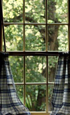 kendrasmiles4u:  Window Viewing by Melanie Hillock on Flickr. @kendrasmiles4u