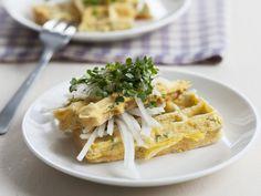 Omelett-Waffel mit Rettich und Kresse - smarter - Zeit: 40 Min. | eatsmarter.de