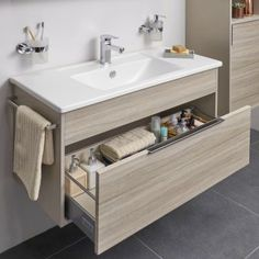 35 Creative Storage Ideas for a Your Small Bathroom Bathroom Design Small, Bathroom Interior Design, Modern Bathroom, Interior Design Living Room, Bathroom Designs, Bad Inspiration, Bathroom Inspiration, Bathroom Ideas, Bathroom Renovations