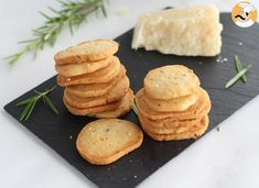 Deli Food, Aromatic Herbs, Croissants, Scones, Finger Foods, Food Styling, Crackers, Cornbread, Food And Drink