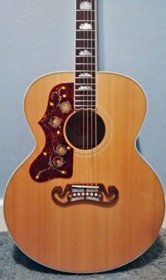 Gibson-SJ-200-Acoustic-Natural-Quilted-Maple-Left-Handed