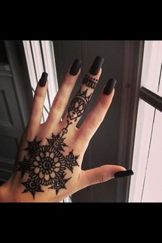 i have always been a fan of henna tattoo's. first of all, they look beautiful. check out some of these gorgeous henna designs. would you rock a henna tattoo? Henna Tattoos, Et Tattoo, Tattoo Motive, Piercing Tattoo, Mehndi Tattoo, Mandala Tattoo, Sick Tattoo, Dope Tattoos, Girl Tattoos