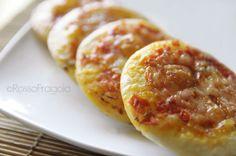 Pizzette+buffet+con+pomodorini+e+mozzarella Buffet, Mozzarella, Baked Potato, Finger Food, Food To Make, Shrimp, Sausage, Potatoes, Cookies
