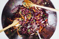 Tässä oiva satokauden ruokavinkki arkeen ja juhlaan: Yhdistä kotoinen kaali itämaisiin makuihin