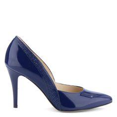 Sötétkék magas sarkú lakk alkalmi cipő. Sarka 9 cm magas. Felsőrésze és bélése is bőrből készült. Szín: Sötétkék lakk Modellszám: 4336 DARK BLUE http://chix.hu/webaruhaz/anis-alkalmi-cipo-4336-dark-blue/