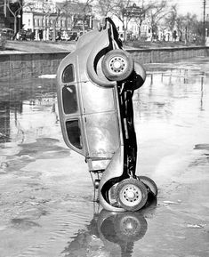 Leslie Jones photographed many things as a newspaper photographer, but he built a true body of work out of car crashes in the age before seatbelts.