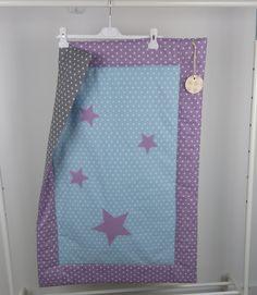 Krabbeldecke,handgefertigt,Babydecke,100x100 cm,geschenkidee für baby,decke mit Sterne appliziert Quilts, Blanket, Etsy, Bed, Home, Starry Ceiling, Craft Gifts, Handmade, Stream Bed