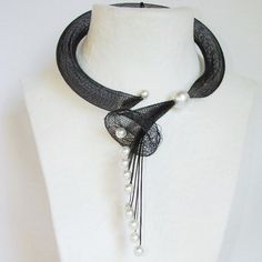 Janete Zamboni -  Necklace made with synthetic mesh and resin pearls. .