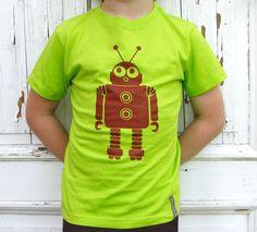 Platz da - hier kommt Robi. Ein lieber Rostbrauner Roboter auf leuchtgrünem Shirt. Shirts, Mens Tops, Fashion, Robot, Get Tan, Moda, Fashion Styles, Dress Shirts, Fashion Illustrations