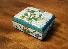 Vtg CHINESE CLOISONNE Brass TRINKET BOX ~ Floral Spiral Pattern on White Enamel #Chinese #Cloisonne #Trinket #Box