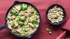 Monipuolinen broileri sopii arkiruokaan niin fileinä, suikaleina kuin jahelihanakin. Katso 10 helppoa reseptiä herkulliseen arkeen! Pasta Salad, Sprouts, Vegetables, Ethnic Recipes, Food, Crab Pasta Salad, Veggies, Vegetable Recipes, Brussels Sprouts