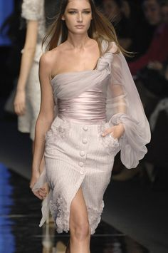Tweed Rose is your daily fashion and style, giving you the best of fashion glossy and international runways.