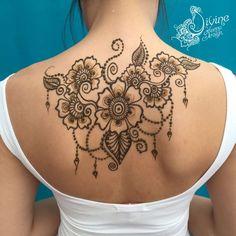 Henna Addict! Elegant floral back piece from Divine Henna.