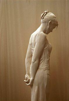 Une sélection des impressionnantes créations en bois de l'artiste italienPeter Demetz, qui réalise dessculptures réalistes d'hommes, de femmes ou enfant