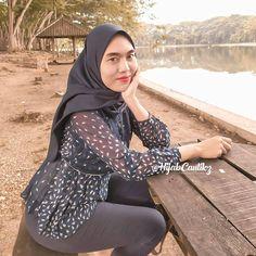 Beautiful Hijab, Beautiful Asian Girls, Muslim Fashion, Hijab Fashion, Hijab Jeans, Girl Hijab, Hijab Chic, Muslim Women, Girls Jeans