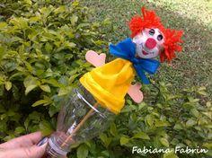 Para crianças, brinquedo com material reciclável