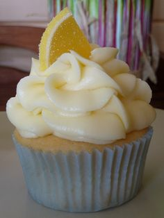 <3 Yellow Buttermilk Cupcakes with Lemon Cream Cheese Frosting