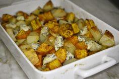 Zapiekanka z batatów, ziemniaków, czerwonej cebuli i czosnku z ulubionym serem. Super danie, łatwe i szybkie w przygotowaniu, mam już swoich psychofanów.