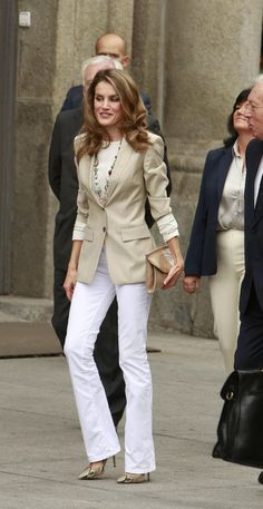 30 reasons why Queen Letizia of Spain should be your new style icon - Wear to Work Outfits Office Fashion, Business Fashion, Work Fashion, Fashion News, Street Fashion, Business Attire, Fashion Trends, Mode Outfits, Fashion Outfits
