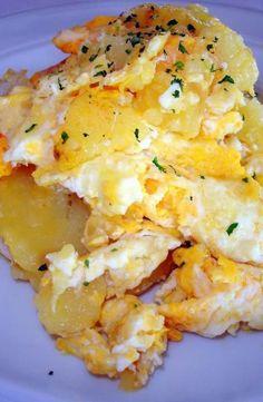 """Recuerdo que de pequeño """"las patatas revueltas"""" era uno de mis platos preferidos. (adsbygoogle = window.adsbygoogle    []).push({}); Aunque sinceramente, el sabor de entonces no lo he vuelto a probar, no sé como lo haría mi madre, y eso que siempre me dice lo mismo, con huevos, ceboll…"""