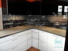 Panorama w kuchni na szklanym panelu.